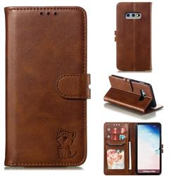 Embossing Happy Cat Leather Wallet Case for Samsung Galaxy S10e (5.8 inch) - Brown