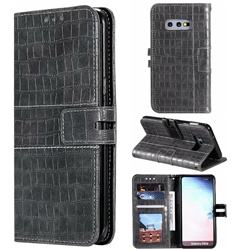 Luxury Crocodile Magnetic Leather Wallet Phone Case for Samsung Galaxy S10e (5.8 inch) - Gray
