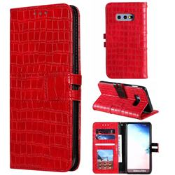 Luxury Crocodile Magnetic Leather Wallet Phone Case for Samsung Galaxy S10e (5.8 inch) - Red