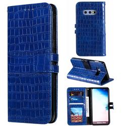 Luxury Crocodile Magnetic Leather Wallet Phone Case for Samsung Galaxy S10e (5.8 inch) - Blue