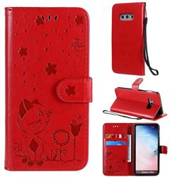 Embossing Bee and Cat Leather Wallet Case for Samsung Galaxy S10e (5.8 inch) - Red